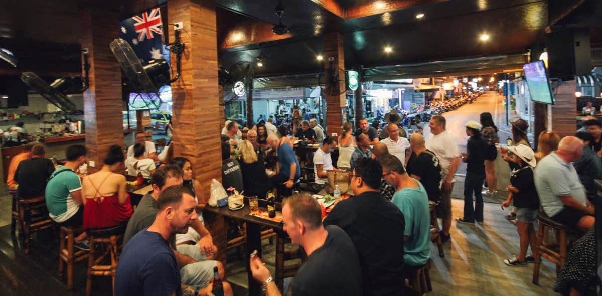 Busy Lamai Bar
